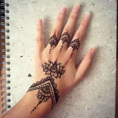 hand-henna-tattoo-designs14